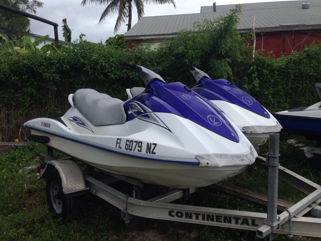 Selling a pair of 2009 yamaha vx110 waverunners jet skis for Yamaha wave runner price